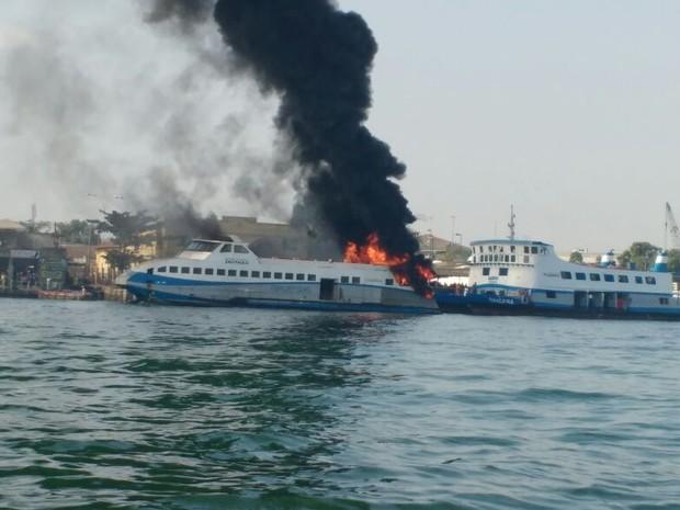 barca_fogo3