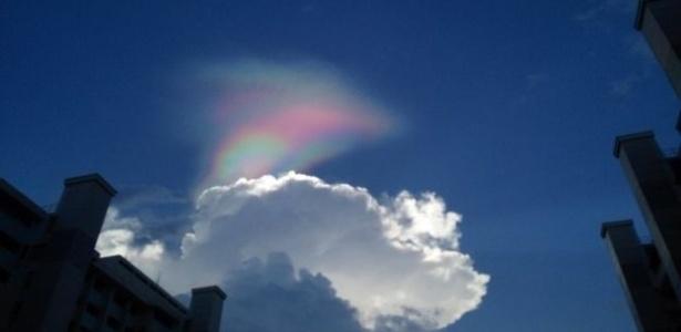 arco-iris-de-fogo-surpreende-moradores-de-cingapura-1487674430368_615x300